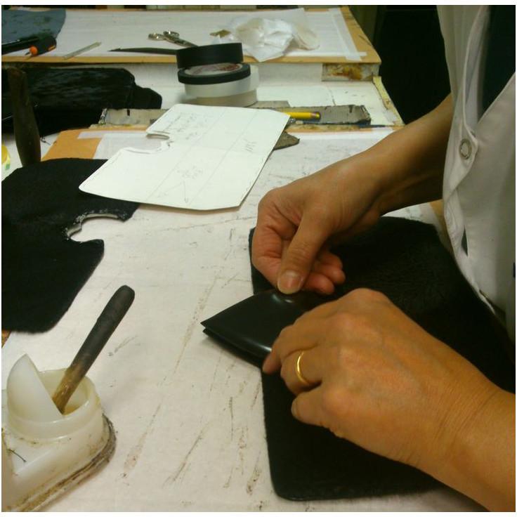 lavorazione artigianale borse personalizzate1